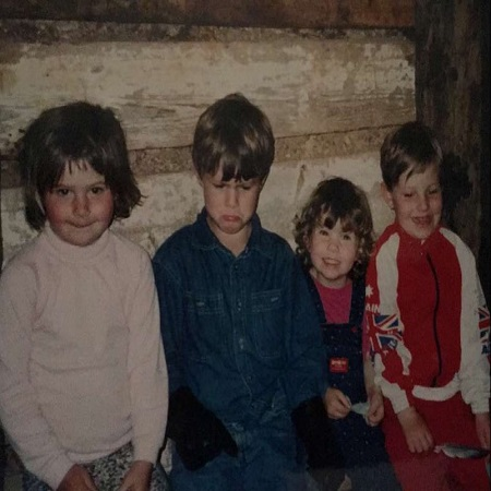 Sarah with her friends in childhood