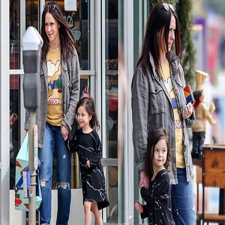 Jennifer-Love-Hewitts-daughter-Autumn-James-Hallisay