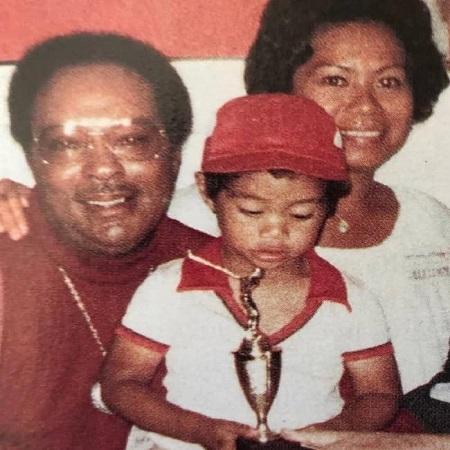 Kultida with her husband and son, source Biography Mask