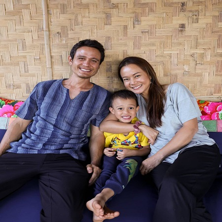 Ying with her husband and kid,