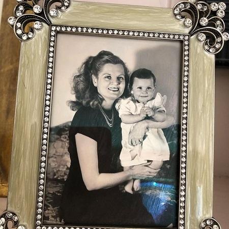 Lesley Ann Warner wishing her mother in her birthday