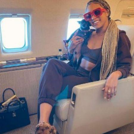 Jilly on plane