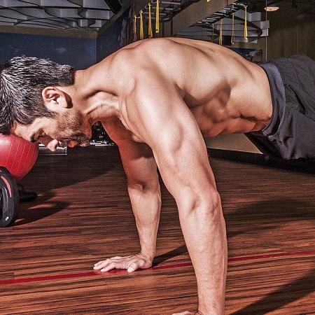 Eddie Judge instruting the fitness step in his gym