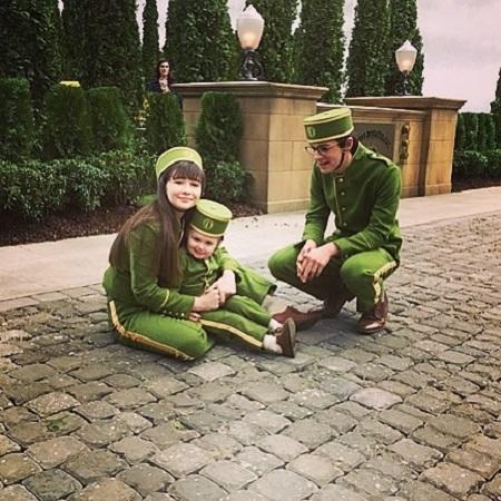Presley Smith with her parents, source Instagram