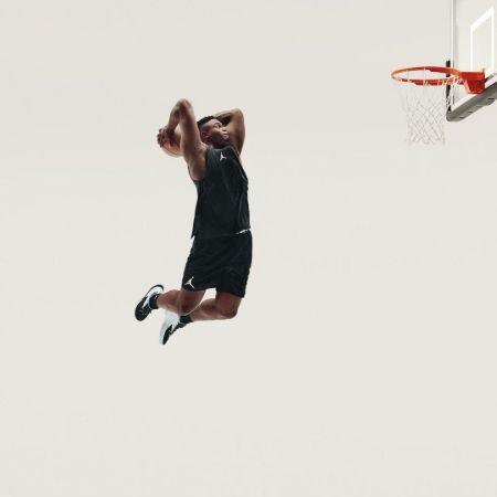 Zion Williamson taking a shot