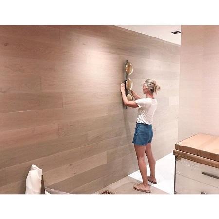 Sarah is renovating her hall, source Instagram