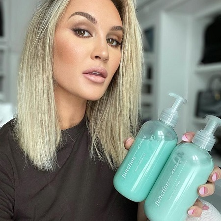 Brittany promoting hair conditioner and shampoo, source Instagram_files