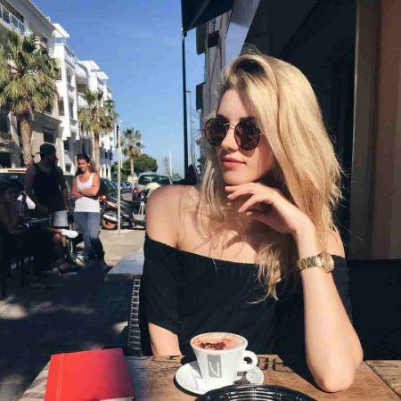 Jourdan Miller enjoying her life