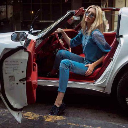 Jourdanon her car