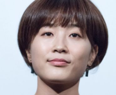 What is Lee Yun Jeong age, her career, networth and Instagram.