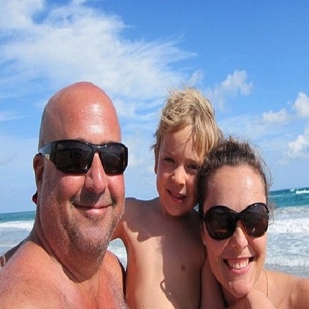 Noah Zimmern with his father Andrew and mother Rishia Haas at a Beach in Florida, source Pinterest