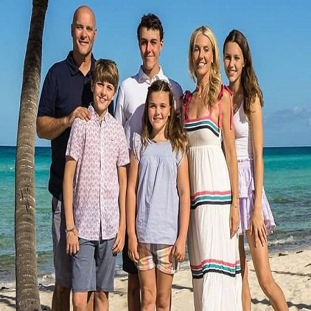 Sarah Baeumler with her Family, source Instagram