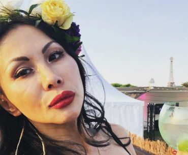 Who is Etty Lau Farrell, her age, marriage with the rock, and networth