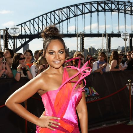 Jessica Mauboy arrives on the red carpet at the 2010 ARIA Awards