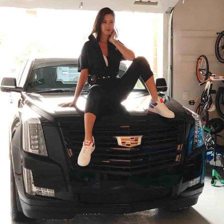 Wie West on her Car