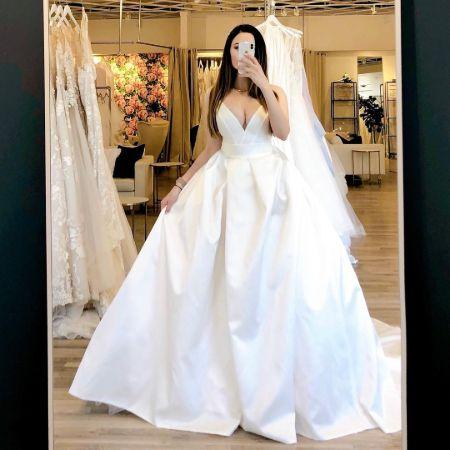 Birgin in her bridal gown