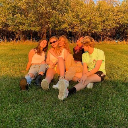 Sarah Chadwick with her friends enjoying spring season, source Instagram