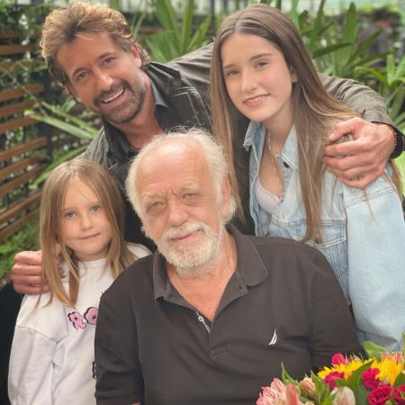 Gabriel Soto with his father Francisco Soto-BrojaAnda and daughters on fathers day, source Instagram gabrielsoto
