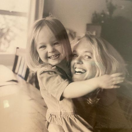 Cleo's childhood pic with her momma, source Instagram