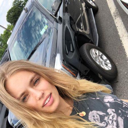 Megan is ready for her road trip in Hamptona in her car, source Instagram