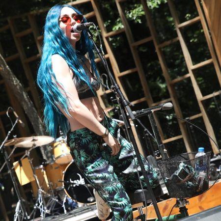 Jaira performing on stage, source Instagram