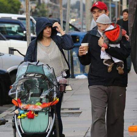 Caspian Feild with his parents, source Pinterest (1)