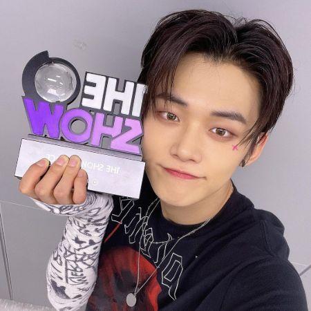 Yeonjun with an award