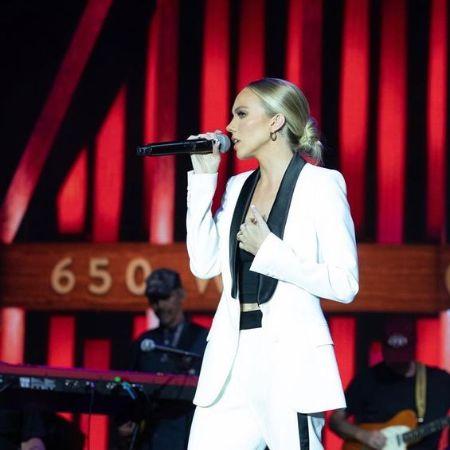 Danielle Bradbery Singing